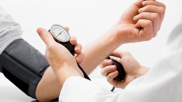 """دراسة: الأطباء """"يرفعون"""" ضغط الدم وقياساتهم خاطئة"""