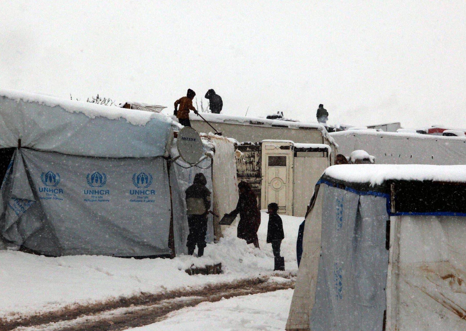 العاصفة الثلجية تجتاح خيام اللاجئين 52fae937-c696-4309-9b3c-5d4a68921632.jpg