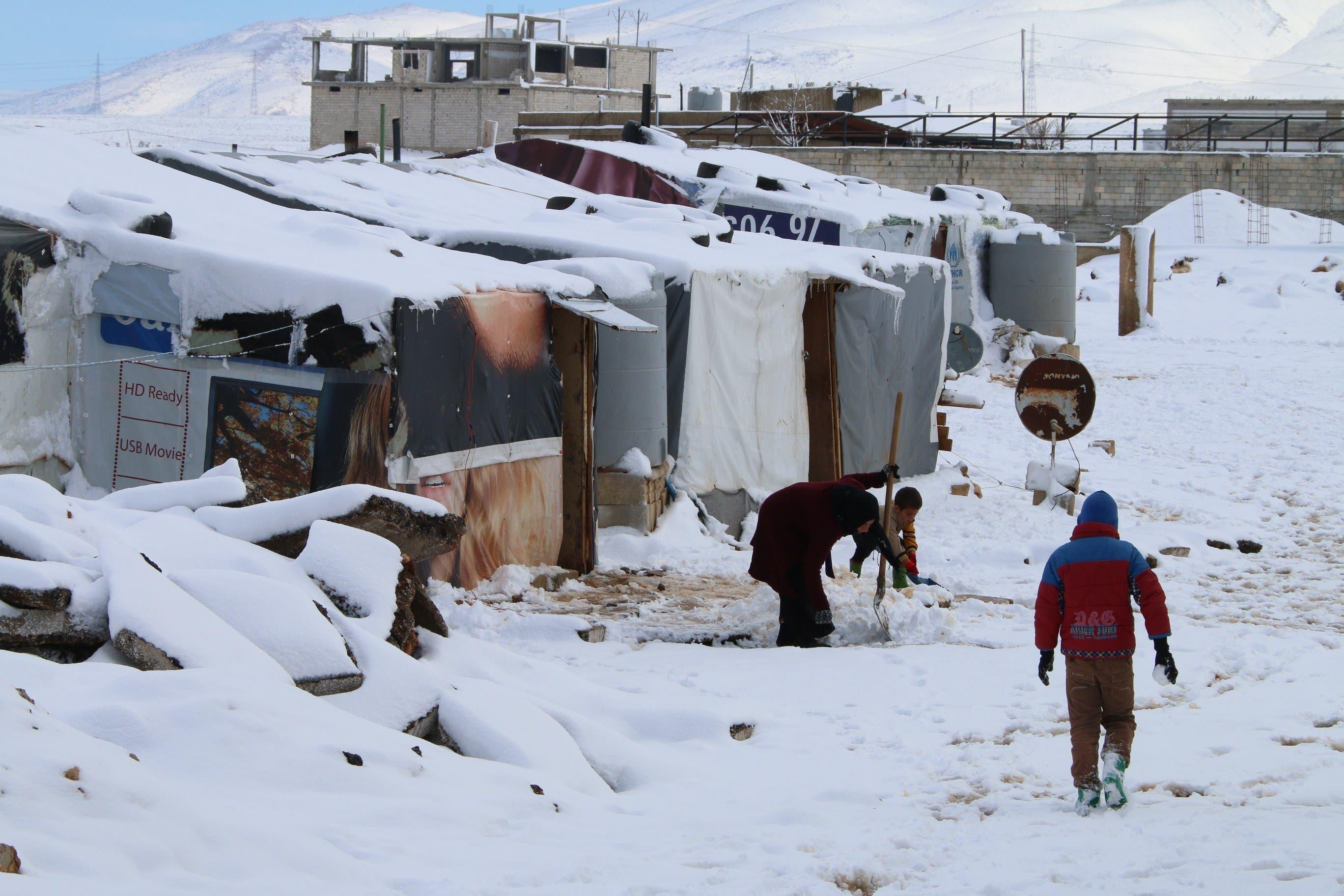 العاصفة الثلجية تجتاح خيام اللاجئين 8cbf05f8-3498-40d9-b6ed-65d716b503db.jpg