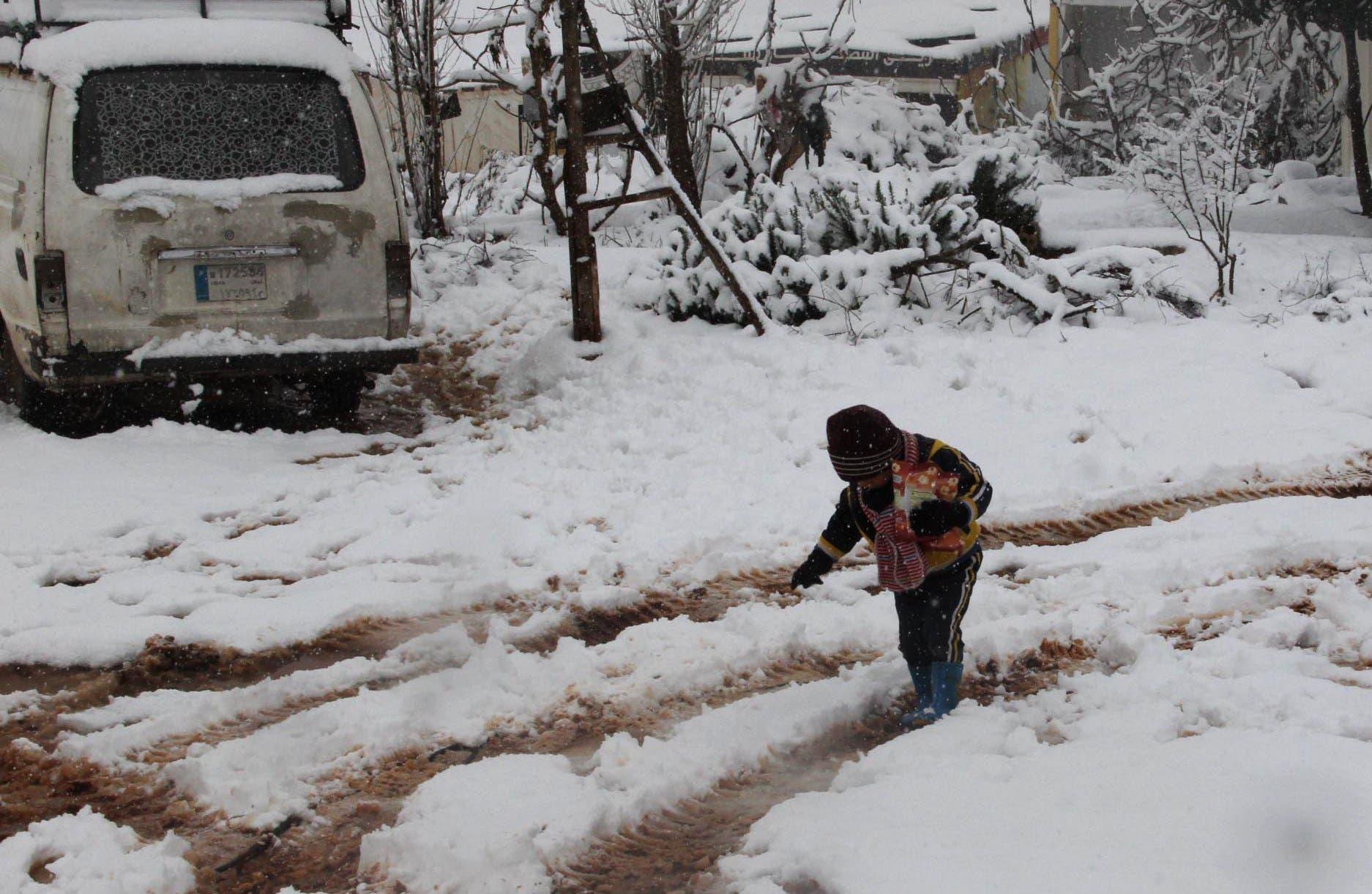 العاصفة الثلجية تجتاح خيام اللاجئين a0ecdb24-facb-4f28-9c7b-eee0f5b4de27.jpg