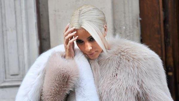 صور كيم كارديشان في صالون التجميل تصبغ شعرها ابيض بعد صبغه بالاشقر