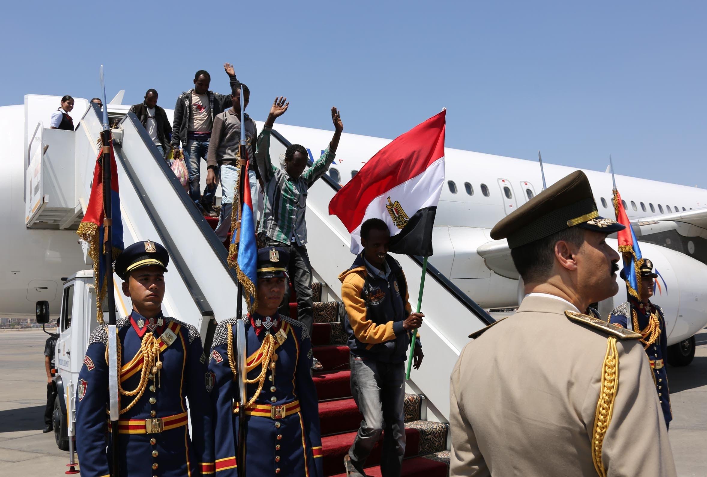 السيسي يستقبل 27 إثيوبياً بعد تحريرهم من داعش بليبيا 75bfdf38-3f90-464d-8c5a-d5e875f2b70d