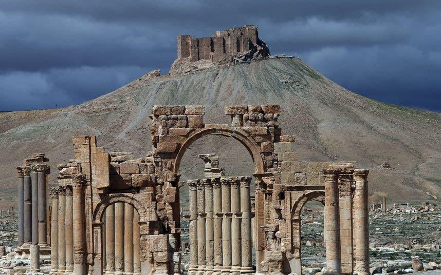داعش يسيطر كليا على #تدمر ونظام الأسد ينسحب منها 80e72c1c-1984-410e-a1c2-7919adc9ff28