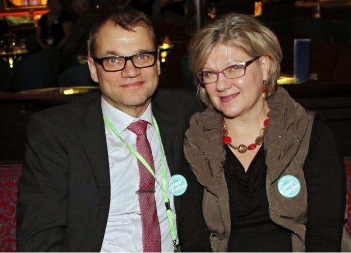 سيبيلا وزوجته التي فجعت معه بوفاة ابنهما الأصغر بعمر 20 سنة في فبراير الماضي