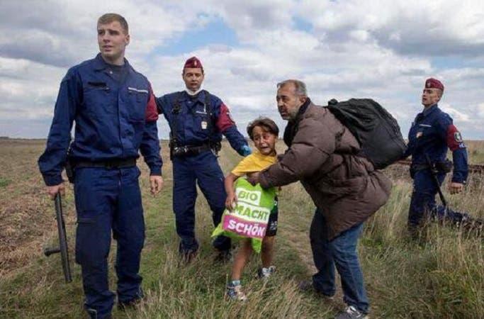 شاهد بالصور المصوره المجريه التي ركلت المهاجر السورى اليوم تفعلها من قبل وتركل طفله سوريه 2 10/9/2015 - 3:22 ص