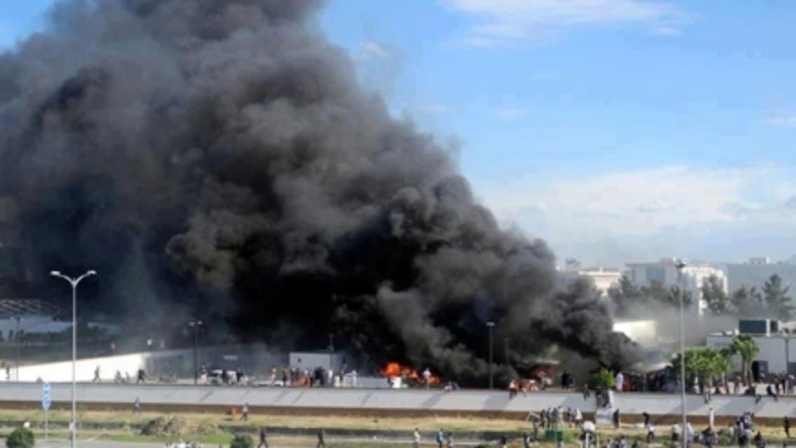 الحريق الهائل بمحيط السفارة الأمريكية بتونس