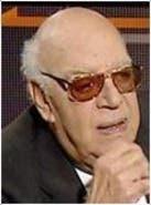 كاتب و مسرحي مصري تشمل أعماله 15 كتابا و27 مسرحية أغلبيتها روايات ومسرحيات كوميدية وهجائية، كما نشر تعليقات وآراء سياسية خاصةً بشأن السياسة المصرية والعلاقات بين العالم العربي وإسرائيل.