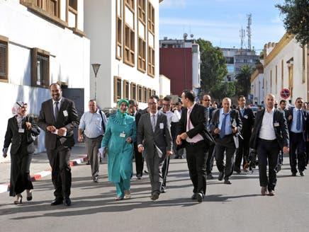 صحافيون في طريقهم للبرلمان لاحتجازهم بقاعة مطعم البرلمان