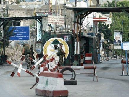 جنود لبنانيون على مدخل مخيم عين الحلوة