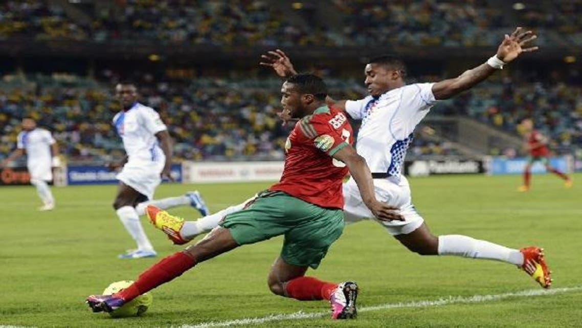 Morocco's Defender Zakarya Bergdich (L) vies with Cape Verde's forward Heldon during the Morocco vs. Cape Verde Africa Cup of Nations 2013 group A football match at Moses Mahiba Stadium in Durban on Jan. 23, 2013. (AFP)