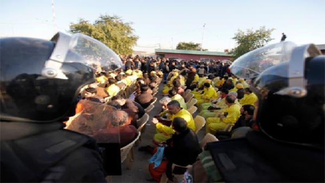 السلطات العراقية تفرج عن 70 معتقلاً لتهدئة المتظاهرين