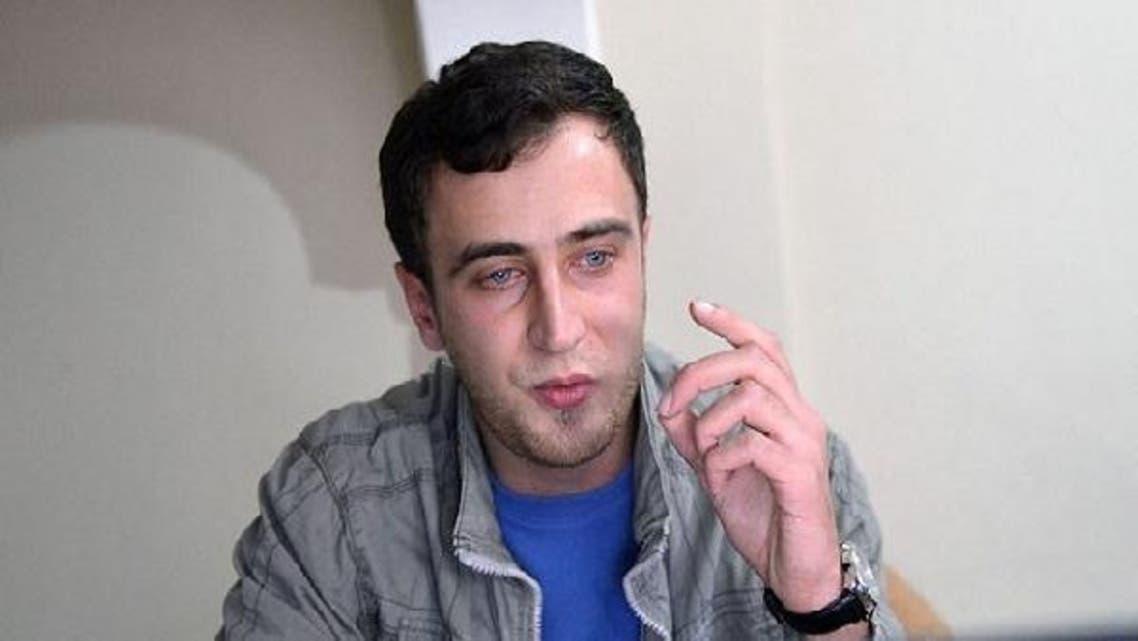 Ahmad El-Khalaf, Syrian with Dutch passport, sings a pro-revolutionary Syrian song in Antakya. (AFP)