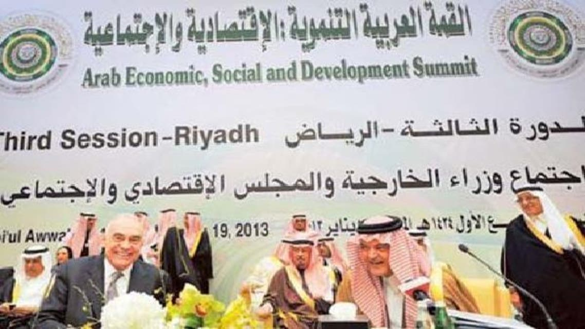 مصر کے وزیرخارجہ محمد کامل عمرو اور ان کے سعودی ہم منصب سعود الفیصل کانفرنس کے دوران خوشگوار موڈ میں