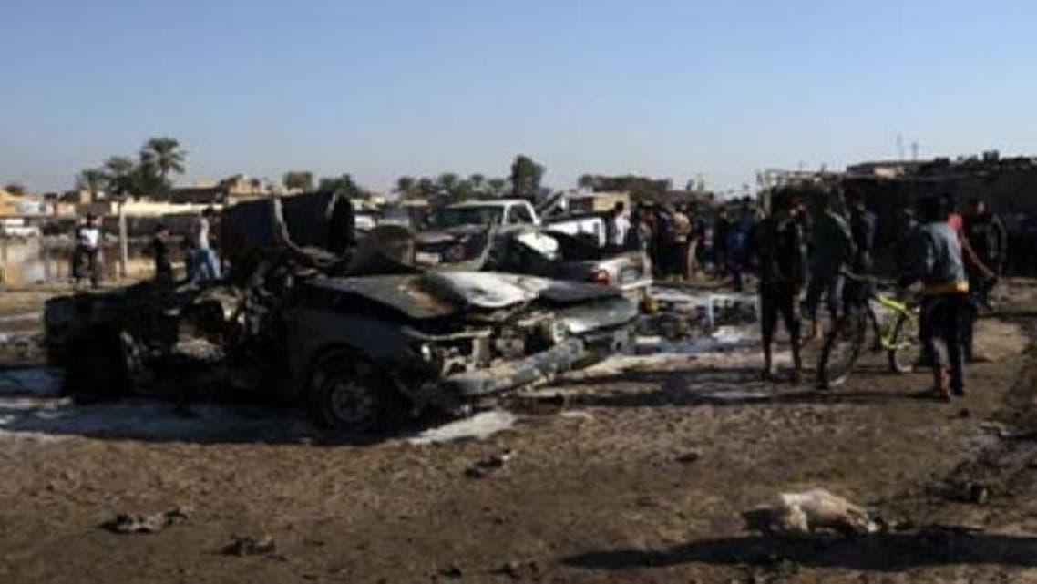 بغداد میں منگل کو کار بم دھماکے میں تباہ شدہ کاریں: فائل