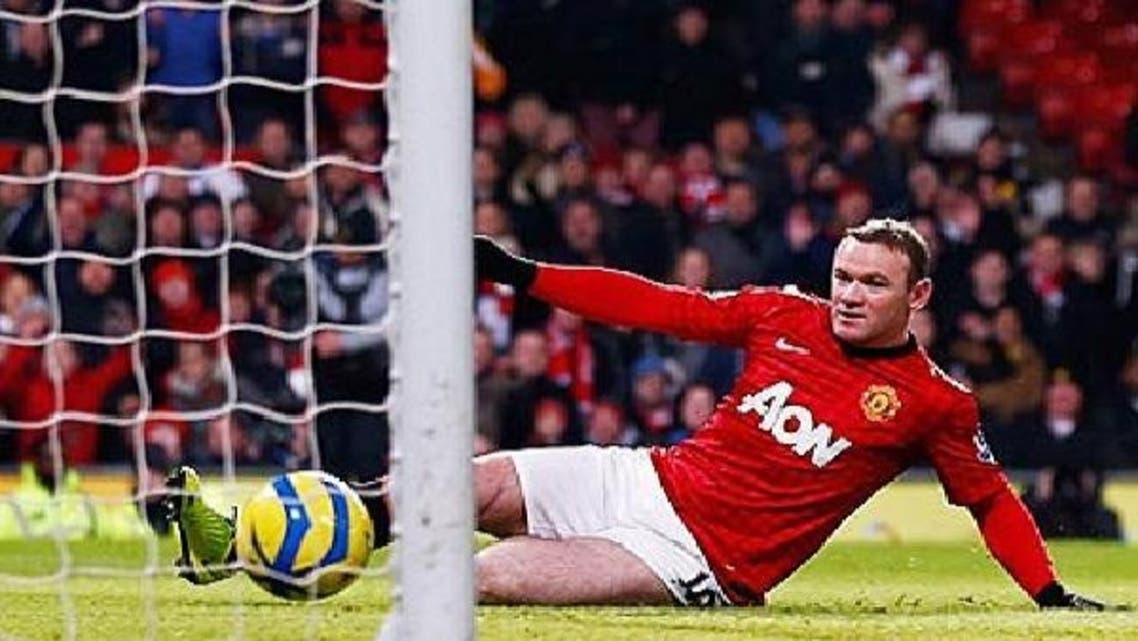 لاعب مانشستر يونايتد واين روني يسجل هدف المباراة الوحيد أمام وست هام الإنكليزي