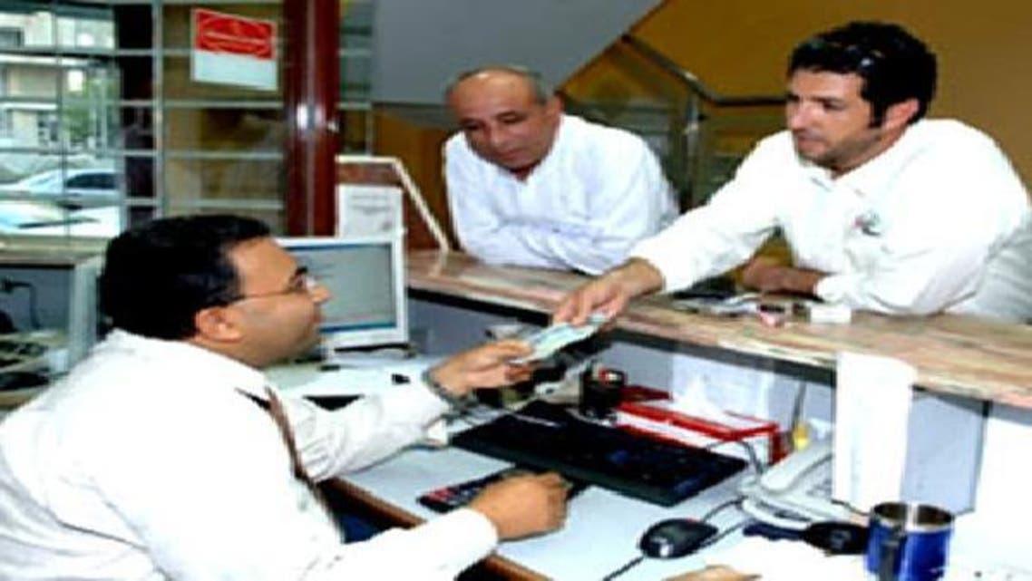عملاء في إحدى شركات الصرافة المصرية