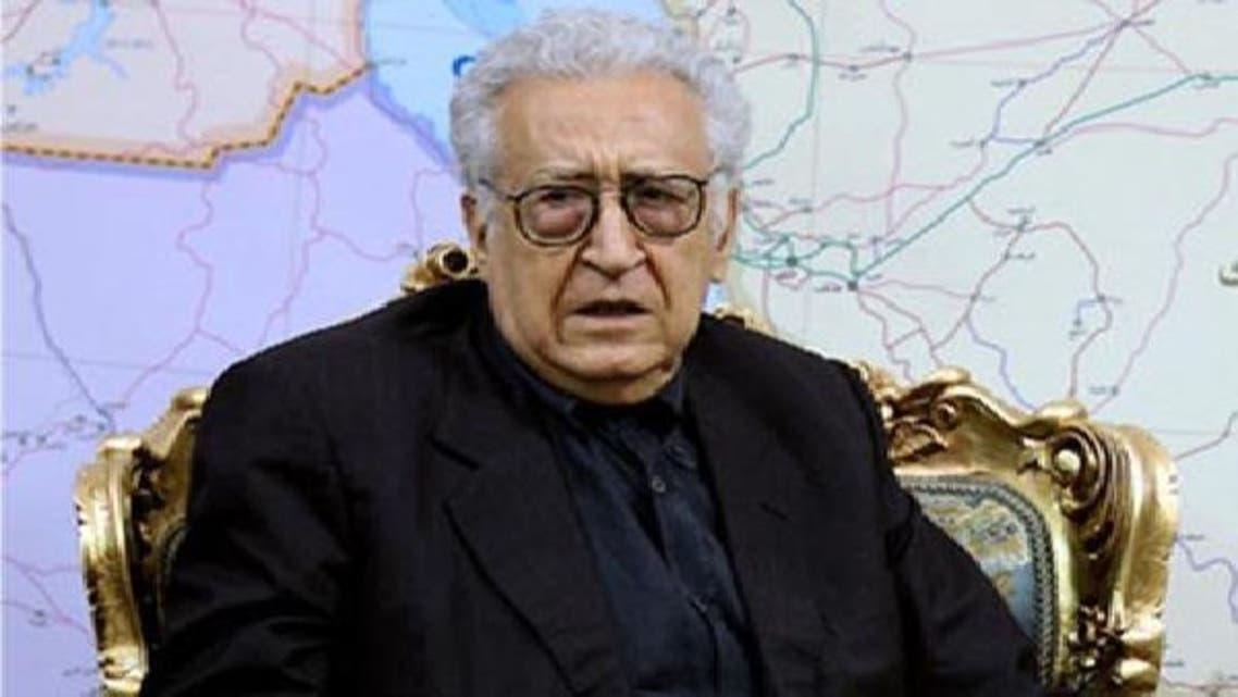 عالمی ایلچی الاخضر الابراہیمی قاہرہ میں نیوز کانفرنس سے خطاب کر رہے ہیں