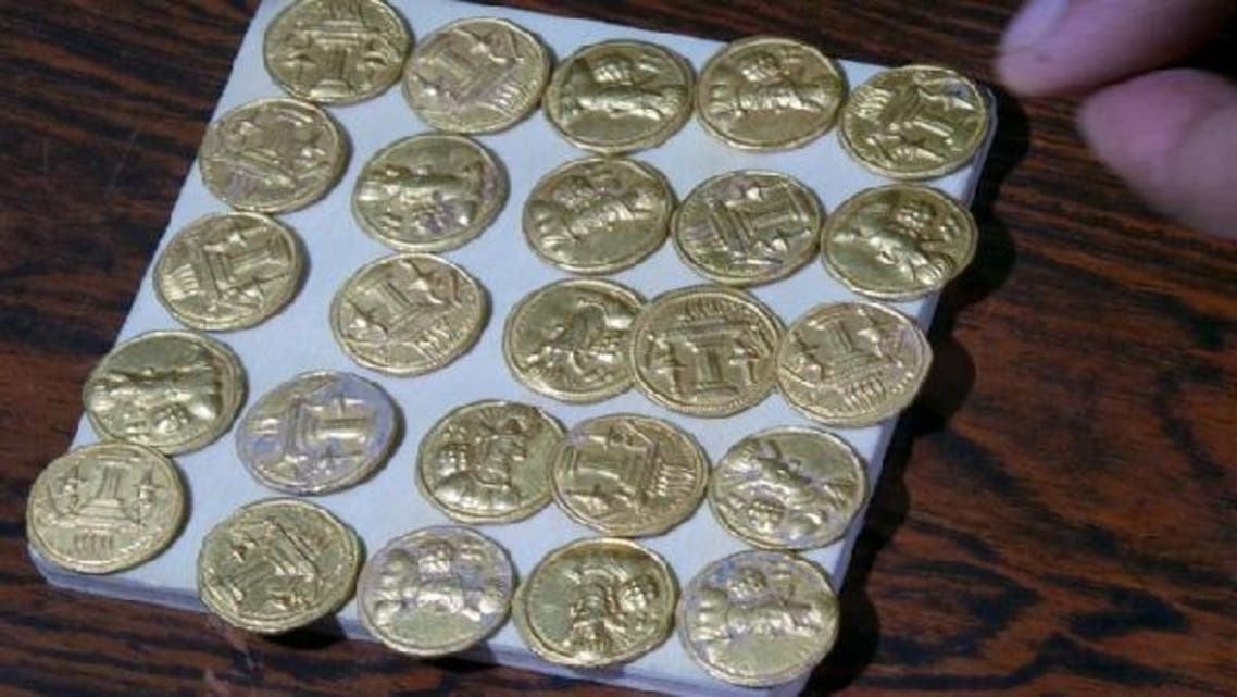 Gold coins found in an archaeological site in the Iraqi province of Wasit, south of Baghdad, are displayed on January 7, 2013. (AFP)
