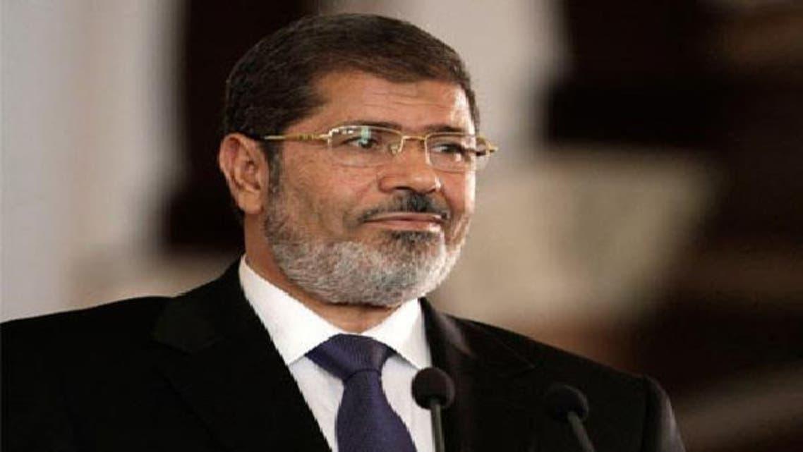 """مرسي يلتقي الوزراء الجدد وسط انتقادات بـ\\""""أخونة الدولة\\"""""""