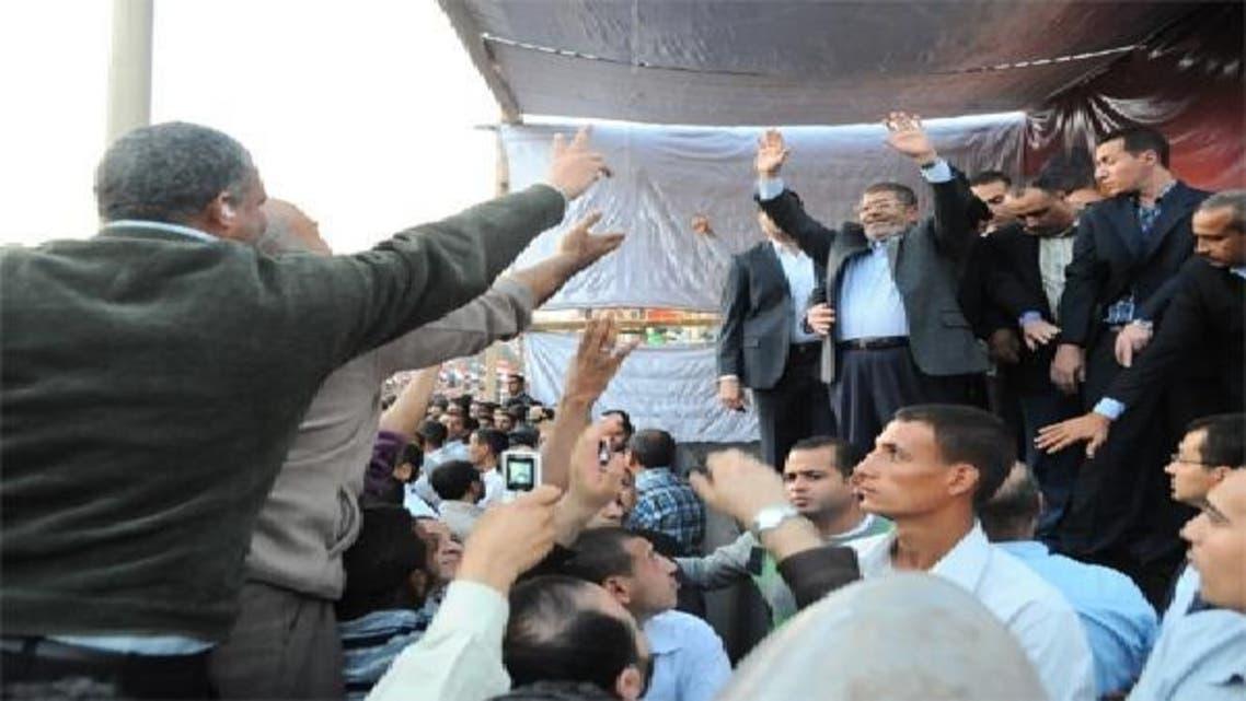صدر مرسی اختیارات میں اضافے کے بعد حامیوں سے خطاب کر رہے ہیں: فائل فوٹو