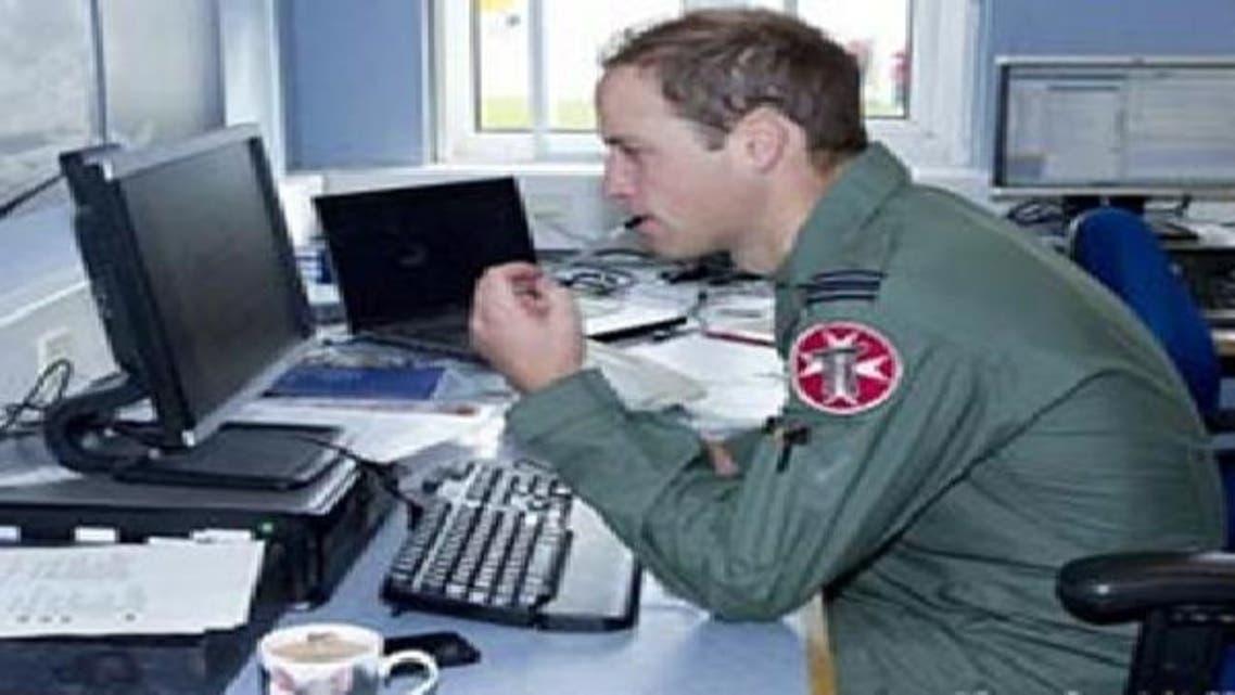 """الأمير وليام ينشر صوره العسكرية.. و\\""""الدفاع\\"""" تسحبها"""