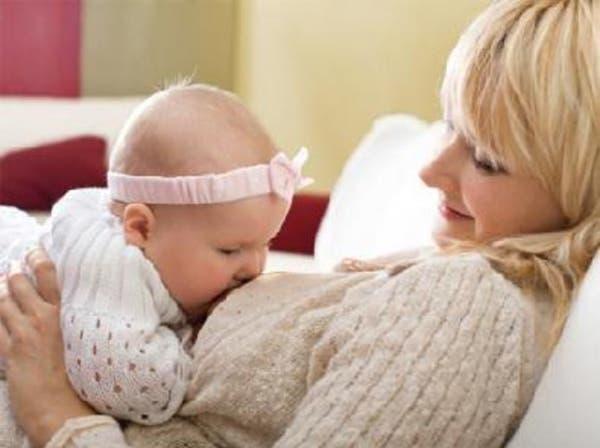 الرضاعة الطبيعية لعامين تقي الأم من سرطان الثدي