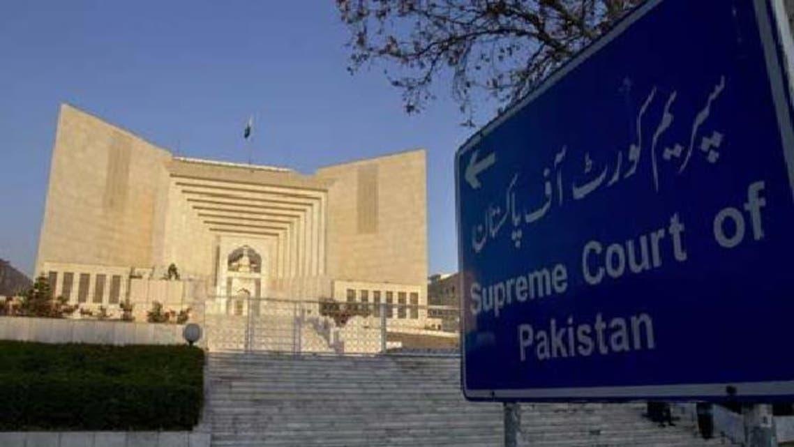 پاکستانی حکومت عدالت عظمیٰ کے حکم پر سوئس حکام کو خط لکھنے کے معاملہ پر پس وپیش سے کام لیتی رہی ہے