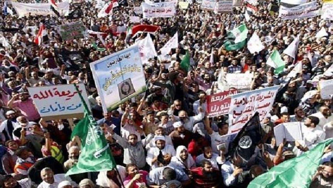 قاہرہ میں ہزاروں افراد نے شریعت کو قانون سازی کا بنیادی مآخذ قرار دینے کے لیے مظاہرہ کیا ہے