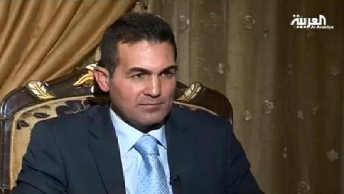 شامی فوج کے منحرف کرنل عناد العباس العربیہ سے گفتگو کر رہے ہیں