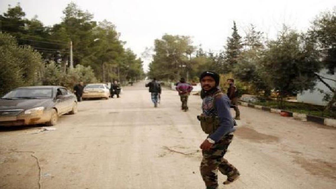 على الطريق العام بين طرطوس وحمص