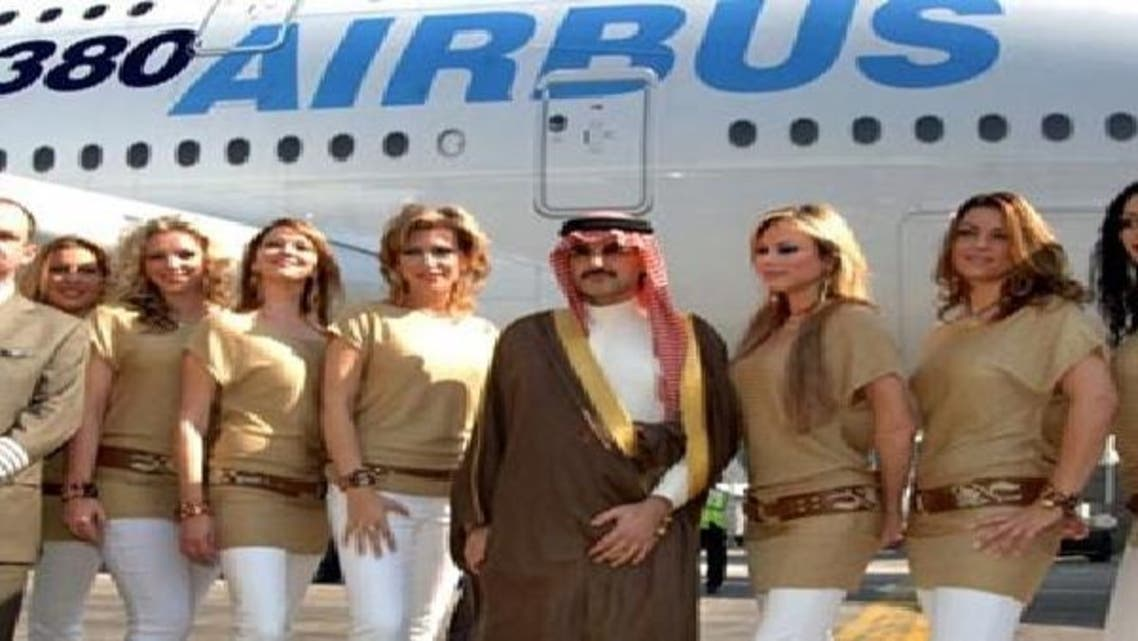 شہزادہ ولید بن طلال جہاز کے عملے کے ہمراہ