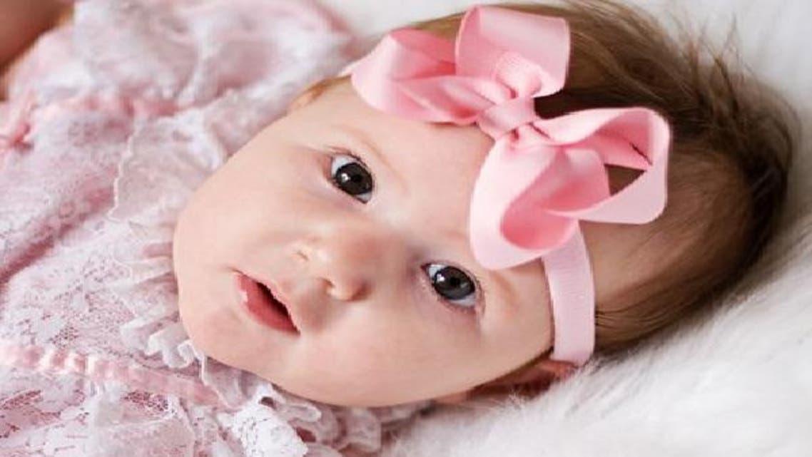 أسرة إنكليزية تشهد أول ولادة لطفلة منذ أكثر من قرن