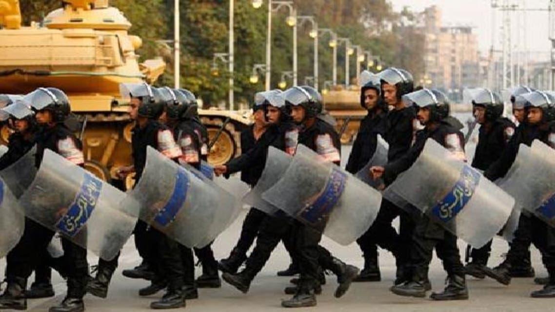قاہرہ میں صدارتی محل کے باہر پولیس تعینات ہے