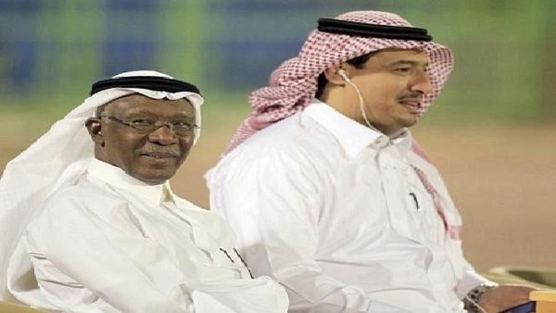 أحمد عيد (يسار) ومحمد المسحل رئيس إدارة شؤون المنتخبات السعودية