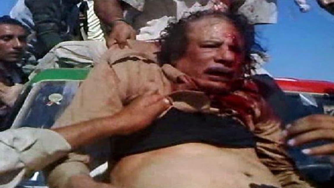 القذافي أثناء اعتقاله