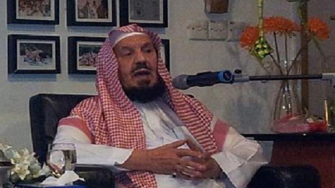 سعودی عالم دین ڈاکٹرعبداللہ بن سلیمان آل مناعی ملائشیا میں وظیفہ حاصل کرنے والے سعودی طلبہ سے خطاب کر رہے ہیں