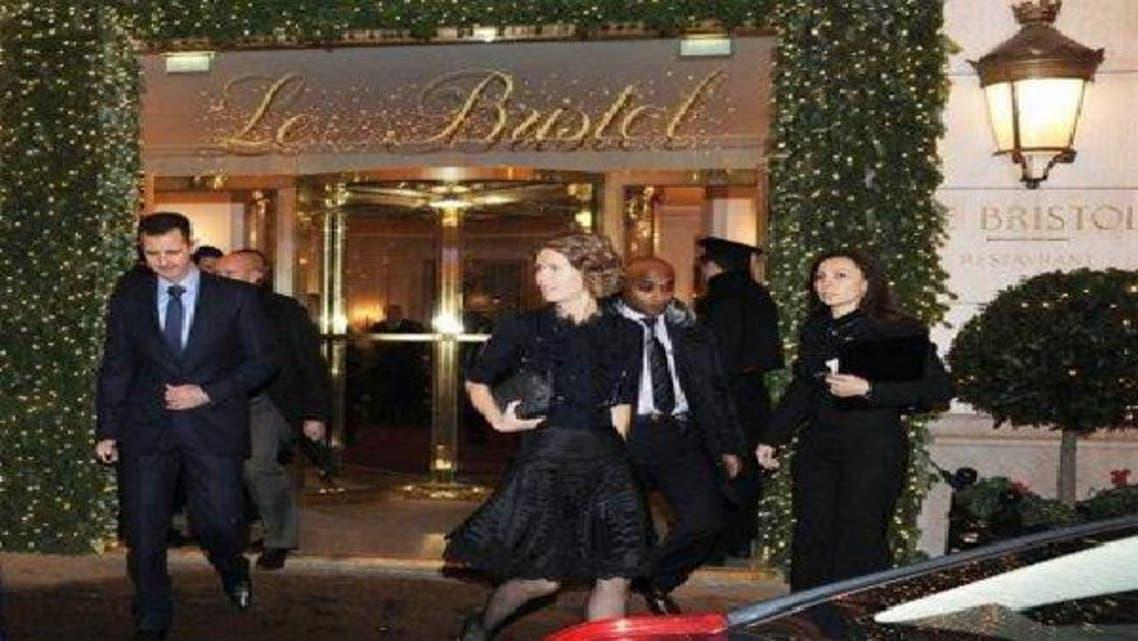بشار الأسد وزوجته يغادران فندق بريستول في باريس عام 2010
