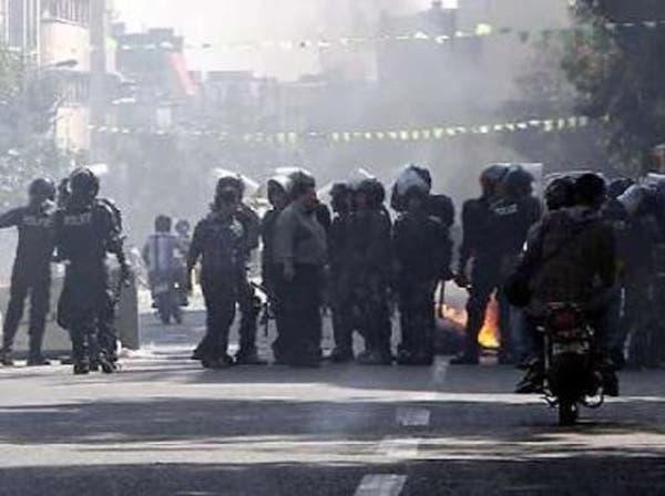 مسلحان يفجران شاحنة لنقل الغاز في إيران ومقتل شرطي
