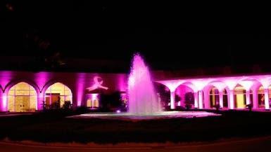 قصر الرئاسة بلبنان يتشح بالزهري للتوعية من السرطان