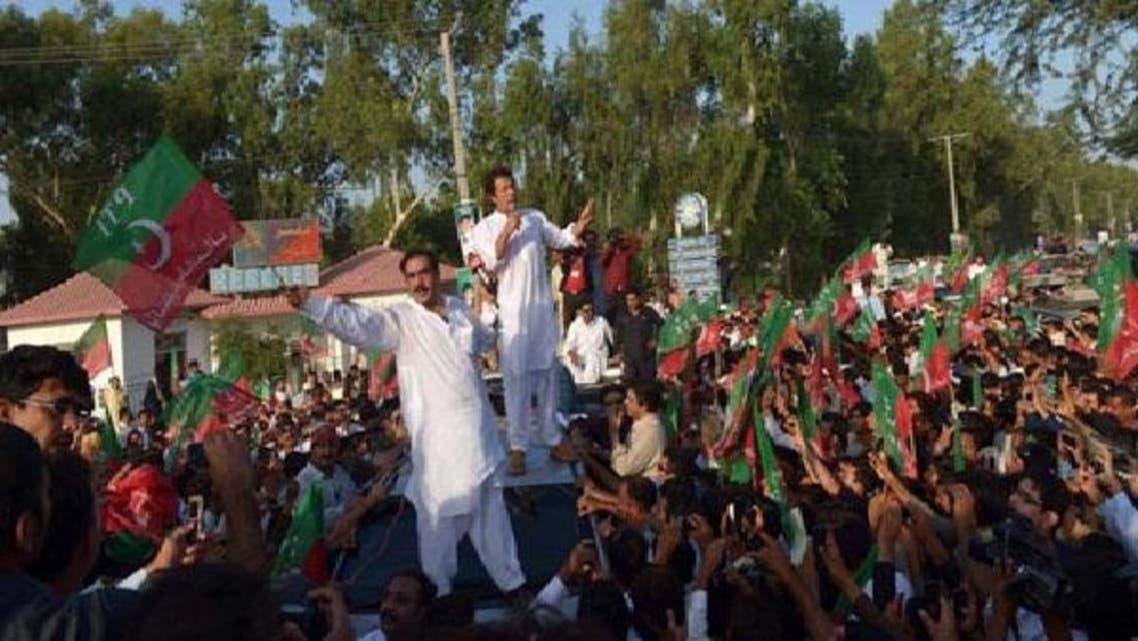 پاکستان تحریک انصاف کے سربراہ عمران خان میانوالی میں ایک ریلی سے خطاب کررہے ہیں۔