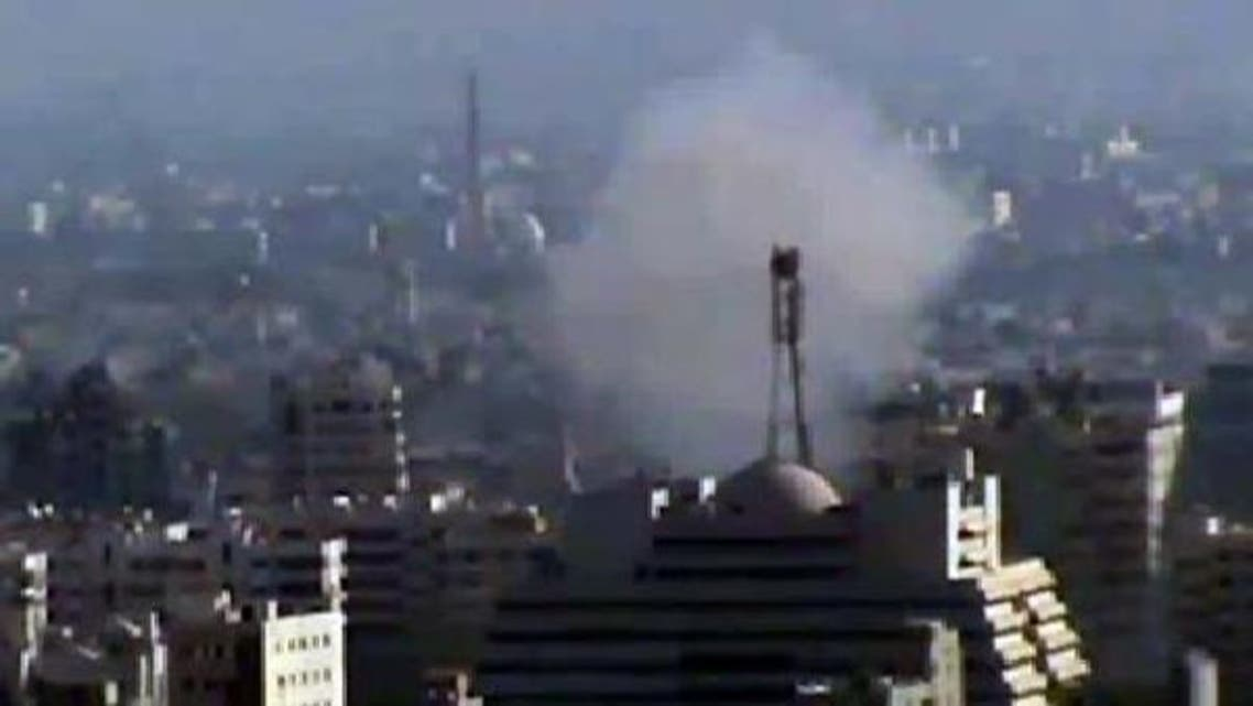 دمشق کے جنوب مغربی علاقے کفر سوسہ میں شامی فوج کی گولہ باری کے بعد عمارتوں سے دھواں اٹھ رہا ہے۔