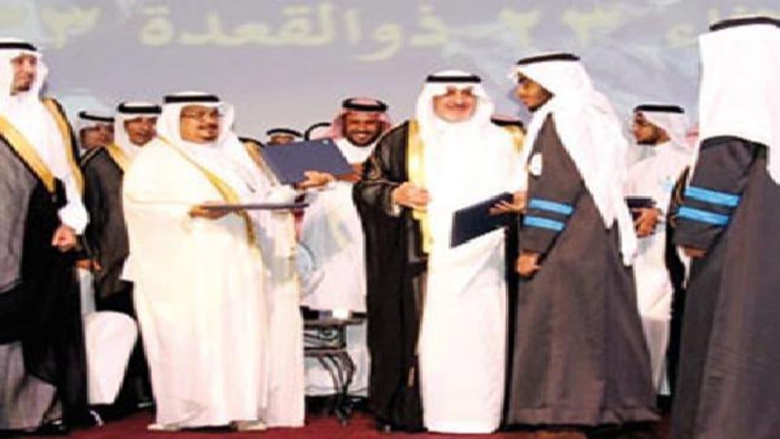 الأمير فهد بن سلطان يسلم الجوائز بحضور الأمير مشعل بن عبدالله