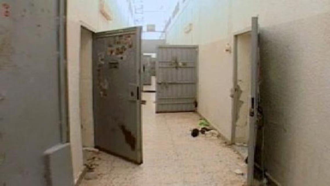 طرابلس کی جیل سے 100 قیدی جیل توڑ کر فرار