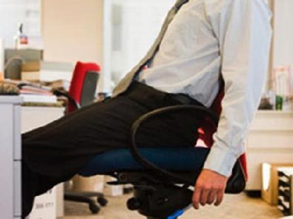 الجلوس طويلاً يزيد مخاطر السكري وأمراض القلب