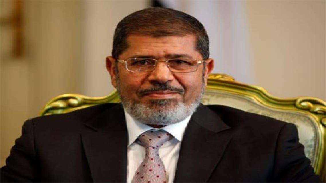 تكريم مرسي للسادات يضع علاقة مصر بإيران تحت المجهر