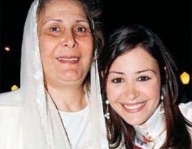 منة شلبي ووالدتها الفنانة المتزلة زيزي مصطفى