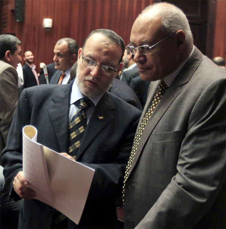 شارك في جلسة إقرار الدستور 85 عضواً