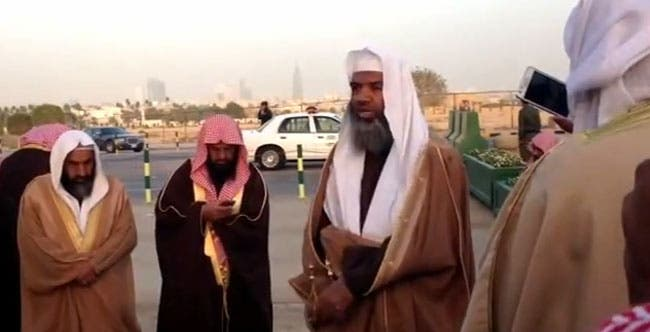 A snapshot of a Youtube video showing the clerics' protest in fornt of the Royal Court. (Courtesy of Youtube)