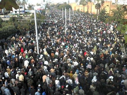 الآلاف يشاركون في تشييع جثمان الشيخ عبد السلام ياسين