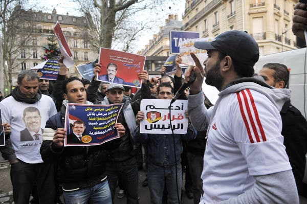 مؤيدون لقرارات مرسي في تجمع في باريس